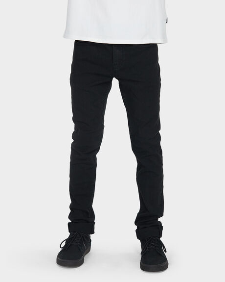 YOUTH OUTSIDER TAPERED JEAN