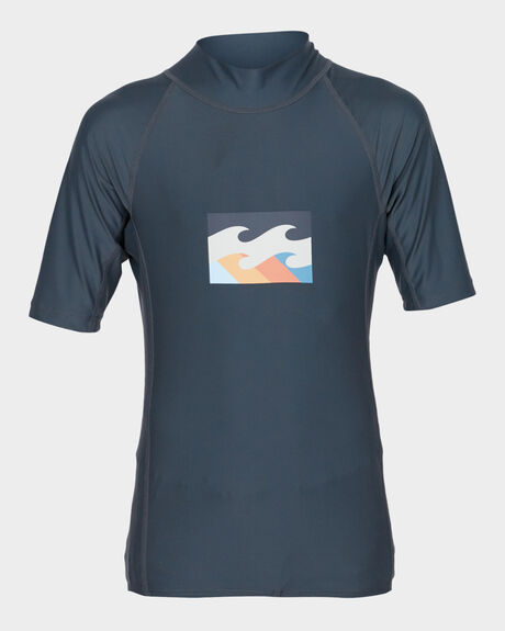 ALL DAY WAVE PF SHORT SLEEVE RASHGUARD