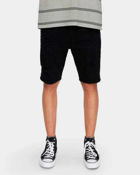 A DROPPED SKINNY SHORT