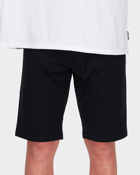 FIFTY WALKSHORT