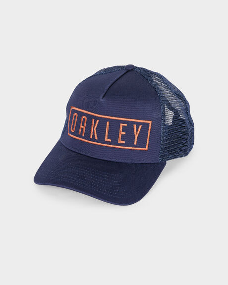 MAX CURVED PEAK TRUCKER FATHOM