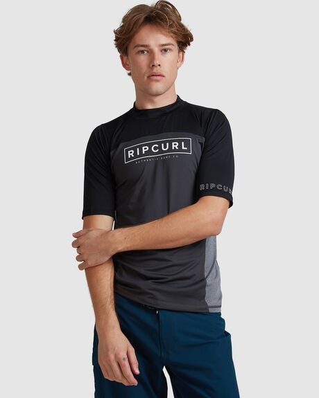 MENS DRIVE RELAXED SS UV TEE