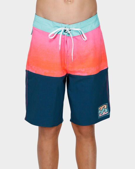 BOYS FIFTY50 FADE PRO BOARDSHORT
