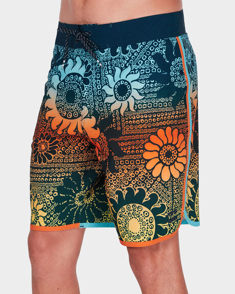 73 AIRLITE LINEUP BOARDSHORT