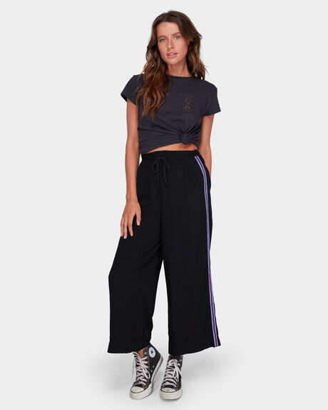 STRIKING PANT