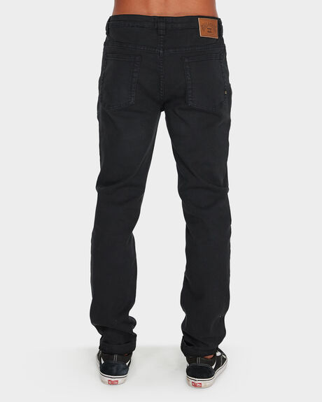 MENS OUTSIDER TAPERED JEAN