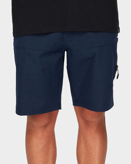 STREAMLINE WALK SHORT