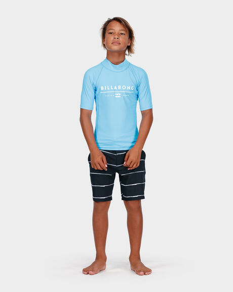ALL DAY UNITY SS SURF SHIRT